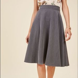 MODCLOTH Bugle Joy Midi Skirt in Grey (Large)